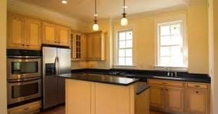 oak kitchen cabinets yellow walls what color paint looks with maple cabinets