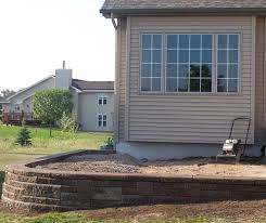 How To Build A Stone Patio by How To Build A Raised Patio With Retaining Wall Blocks