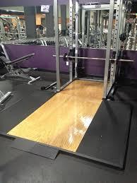 Gym Flooring For Garage by Dig The Wall Color The Rack Adn The Deadlift Platform Garage