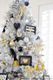 White Christmas Movie Decorations by 102 Best Christmas Tree Themes Images On Pinterest Christmas