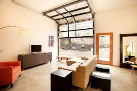 transformer garage en cuisine une porte de garage dans le décor déconome
