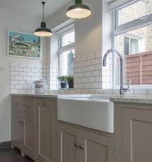 meuble de cuisine blanc cuisine taupe 51 suggestions charmantes et très tendance