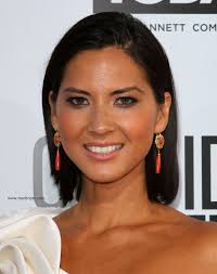product for tucking hair behind ears olivia munn sleek above the shoulders and behind the ears hairstyle