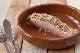 cuisine pavé de saumon pavé de saumon en croûte de moutarde à l ancienne et d estragon