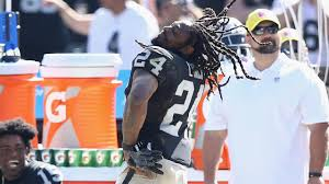walk the line thanksgiving scene marshawn lynch dances for oakland raiders nfl week 2 si com