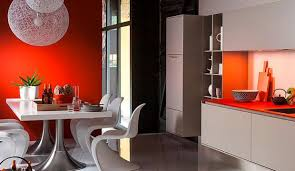 farbe küche wohnen mit farbe futuristisch signalrot und lichtgrau in der