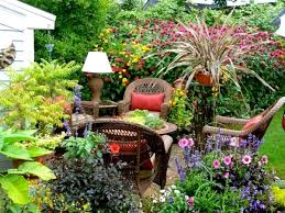Tropical Landscaping Ideas by Brilliant Tropical Landscaping Ideas For Small Backyard Home