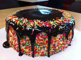 easy ways to decorate a cake at home 12 awesome pics of decorated cakes photo awesome cake decorating