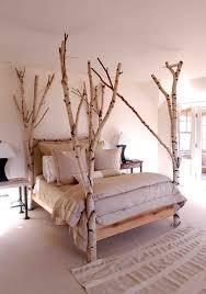 Schlafzimmer Im Dachgeschoss Einrichten Birkenstämme Als Konstruktion Des Bettes Im Schlafzimmer Deko