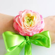 how to make a corsage wristlet corsage gallery craftgawker