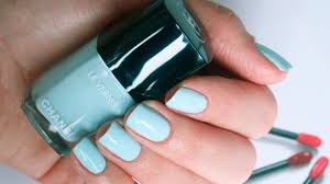 chanel le vernis 584 bleu pastel swatch youtube