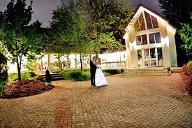wedding venues in tulsa ok glass chapel tulsa wedding venue tarp diy wedding 20156