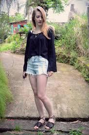 Excepcional Look: short jeans, blusa com manga sino e rasteira - Não Tão Pop #RN96