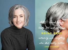 how to grow in gray hair with highlights growing out gray hair lowlights or highlights for gray grow out
