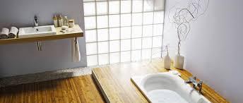 brique de verre cuisine les briques de verre pour une salle de bain lumineuse déco cool