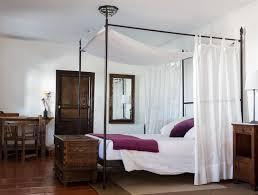 chambre à coucher rustique chambre à coucher rustique dans l hôtel de luxe photo stock image