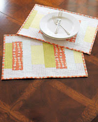 table setting runner and placemats 4 free patterns for quilted table runners napkins more the