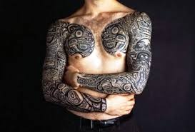 symmetrical hawaiian design on chest design of