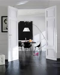 cuisine sol noir idee deco osez le noir sur un meuble un plafond un sol
