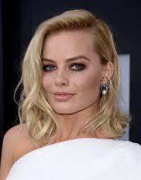 what is clavicut haircut margot robbie celebrities with the clavicut hairstyle popsugar