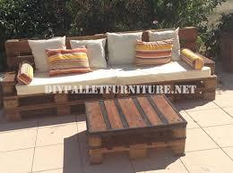 canapé en palette avec dossier canapé d extérieur et une table faite avec palettesmeuble en