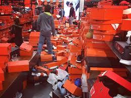 tv on black friday shoppers trash nike store on black friday abcactionnews com wfts tv