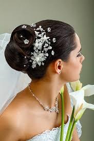 Hochsteckfrisurenen Hochzeit Mit Diadem Und Schleier by Chignon Mit Kristall Curlies Und Zartem Schleier Brautfrisuren