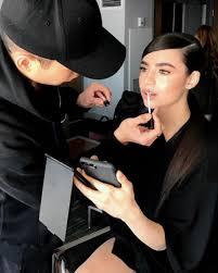 makeup artist in ta chrissy teigen and hadid s makeup artist ta told