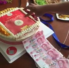 Best Decorated Cakes Ever Chinese Woman Gifted Cake That Dispenses Cash Daily Mail Online
