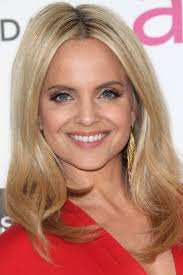 hairdos for high foreheads 20 hairstyles that flatter an oval face