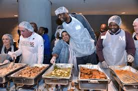thanksgiving dinner in atlanta dikembe mutombo proves changing the world isn u0027t u0027crazy u0027 after all