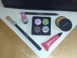 makeup cake toppers mac makeup bag cake up nouveauxcakes