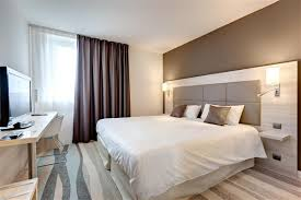lit chambre chambre grand lit chambres spacieuses et design avec espace bien
