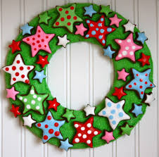 engaging christmas wreath door decorating ideas with green leaf