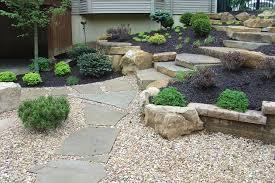 pavimentazione in ghiaia pavimento per giardino con ghiaia e pietra per giardiniere
