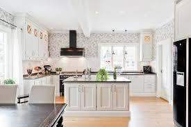 re lumineuse cuisine lovely deco une grande cuisine lumineuse keittiö