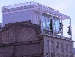 is modern architecture avant garde
