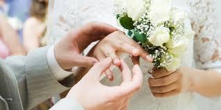 8 kewajiban istri pada suami yang harus dilakukan