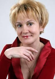 short shaggy hairstyles for women over 50 with fine hair new