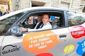 siege autolib sur le siège arrière de l autolib avec les parisiens