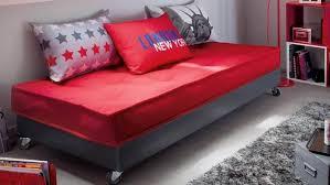 lit transformé en canapé transformer un lit en canapé intérieur déco