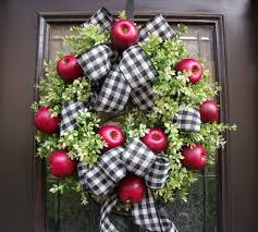 23 cute and yummy apple wreaths for fall home décor digsdigs
