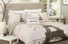 diy paris room decor for romantic bedroom atmosphere
