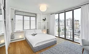 appartement avec une chambre moderne et minimaliste design pour cet appartement avec vue sur le