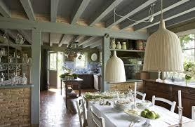 table cuisine habitat une cuisine spacieuse qui a su gardé cachet sur une table