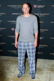 here u0027s why woody harrelson wore pajamas to the