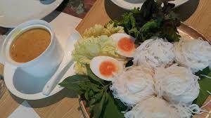 cuisine en ville ขนมจ นก งเผา ร าน เสวย mercury ville wongnai