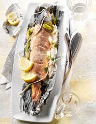 cuisiner un saumon entier saumon fastoche et sauce raifort pour 6 personnes recettes