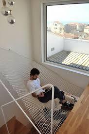 treppe zum dachboden modernes wohndesign geräumiges modernes haus idee treppe balkon