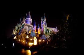 harry potter night light inpark magazine nighttime lights illuminate hogwarts castle at